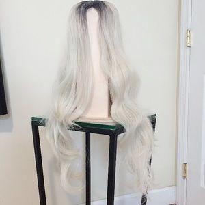 Long grey/white wig